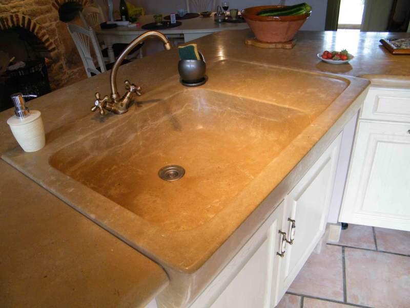 cuisines pierre de taille plan de travail et sol pierre. Black Bedroom Furniture Sets. Home Design Ideas
