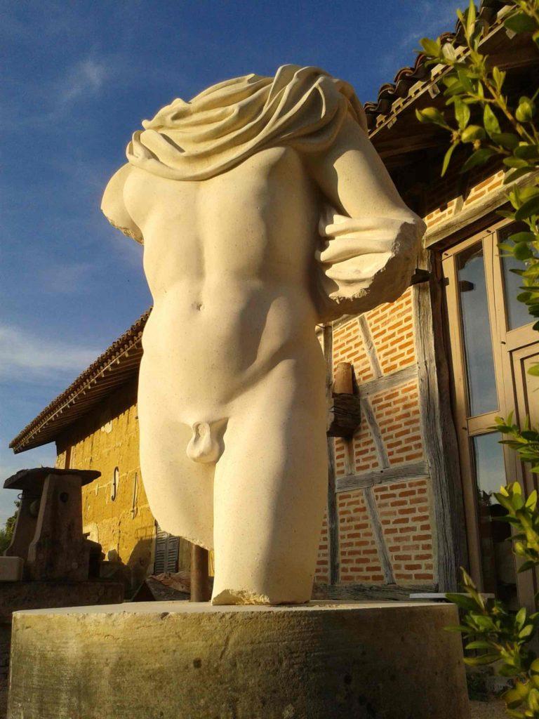 Sculpture torse nu pierre de taille